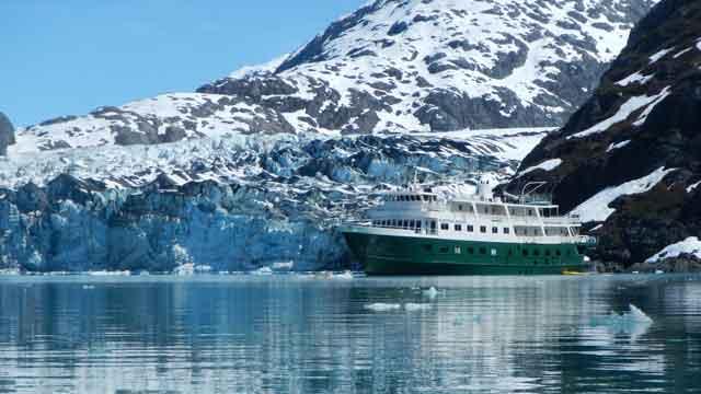 שייט באלסקה באנייה קטנה